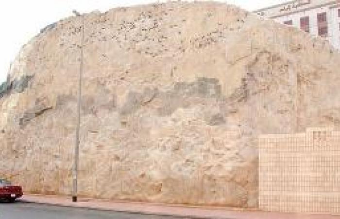 مسجد «جهينة» يثير الجدل رغم إزالته