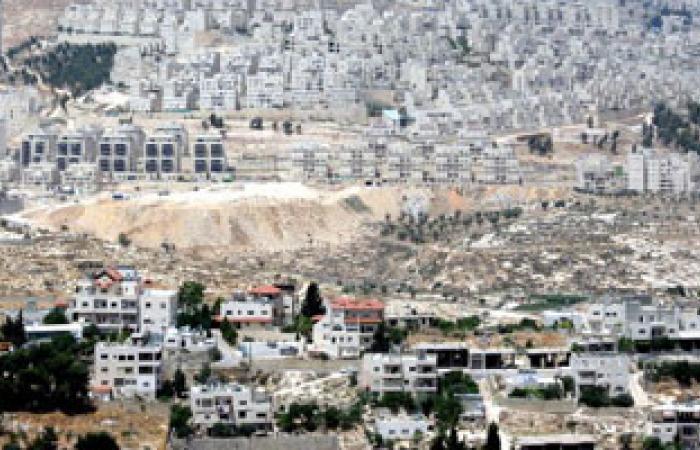 مستطونون يهود يجرفون أراضى قرية سالم بنابلس تحت حراسة الشرطة الإسرائيلية