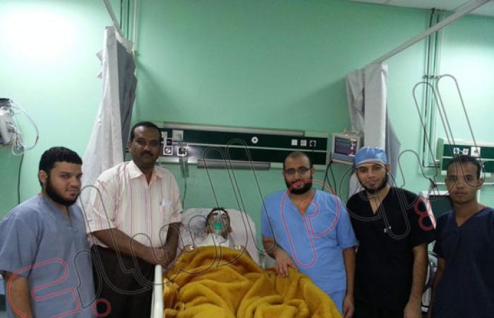 بالصور.. ننشر تفاصيل استخراج أطباء قنا سيخا حديديا من رقبة طالب