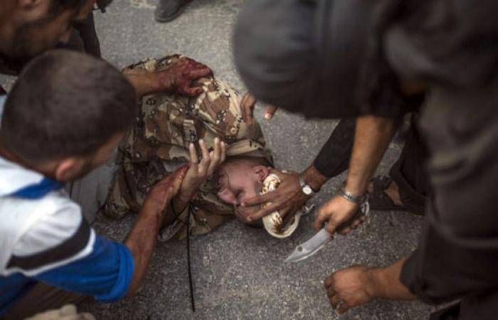 """""""تايم"""" الأمريكية تنشر صور ذبح جندى سورى على أيدى عناصر تنظيم القاعدة بسوريا"""