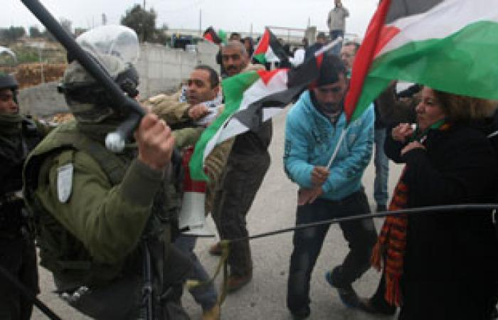 اشتباكات بين شباب فلسطينيين وعدد من المستوطنين بشمال رام الله