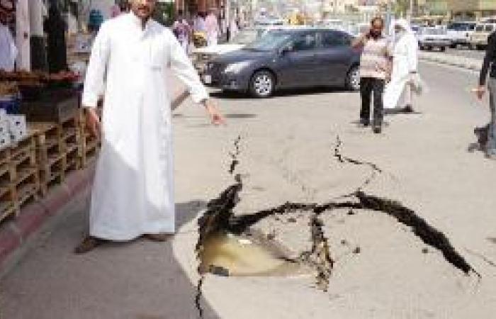 انفجار أنبوب مياه يغلق شارع البلدية ببلجرشي