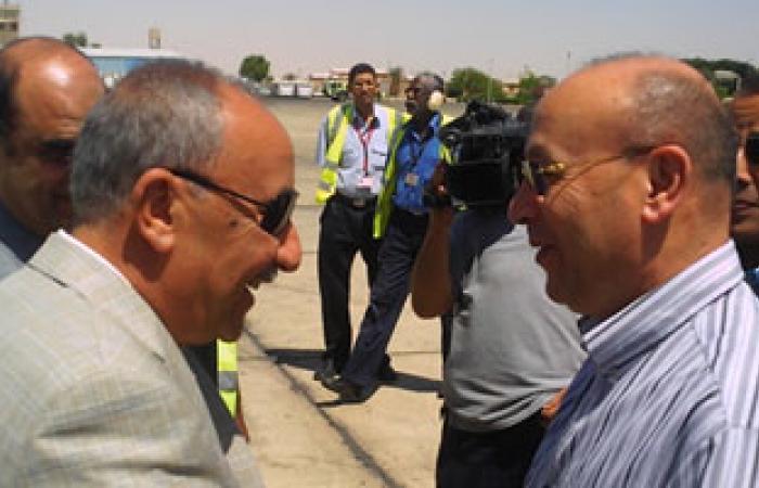"""وزير الطيران المدنى يقوم بجولة تفقدية لـ""""مطار أسوان الدولى"""""""