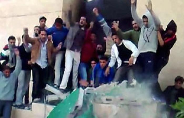 تظاهر عدد من مواطنى بنغازى مطالبين برحيل الحكومة المؤقتة والبرلمان