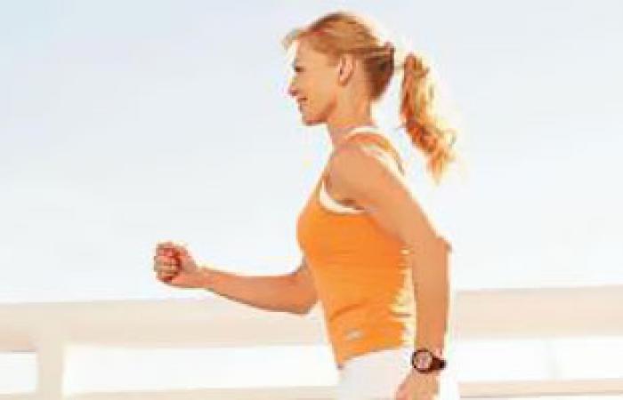 المشى بصورة يومية وتناول الأطعمة الصحية يقى من الإصابة بالشرخ الشرجى
