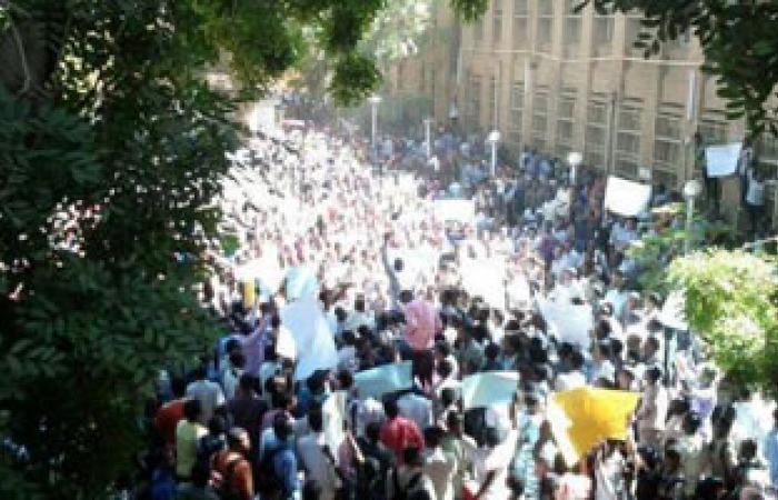 الهدوء الحذر يسود الولايات السودانية عقب احتجاجات على رفع المحروقات
