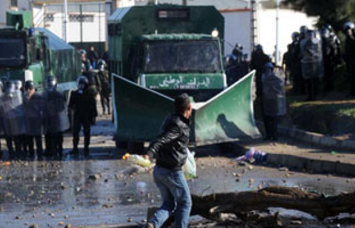 متظاهرون يغلقون الطريق الرئيسى بين ولايتى بجاية وتيزى اوزو