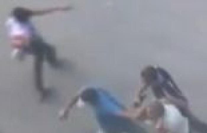 مؤيدو مرسي يحملون الأسلحة الآلية في اشتباكات مع الأهالي في غمرة