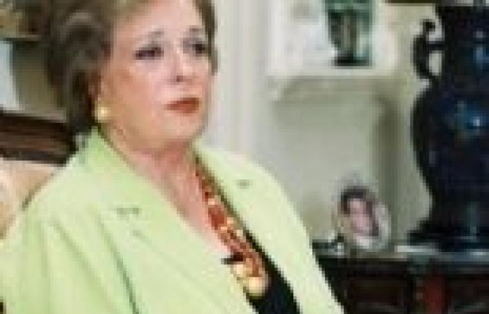 """""""احتفالات أكتوبر"""" بين تكريم مرسي لقتلة السادات.. وحضور السيدة جيهان بعد 30 يونيو"""