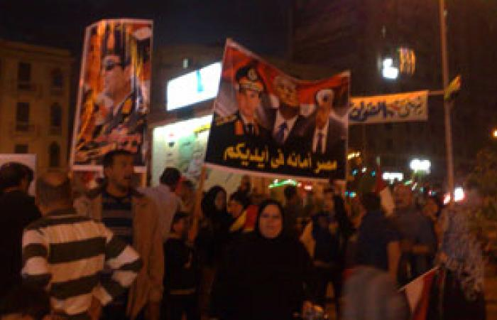 """طائرات القوات المسلحة تلقى كوبونات هدايا على المواطنين بـ""""التحرير"""""""