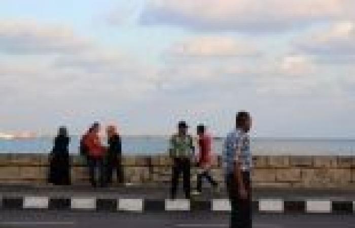 """بالصور  """"مرور"""" الإسكندرية يرتدي زيا جديدا.. والمواطنون: """"مبروك على لبس العيد"""""""