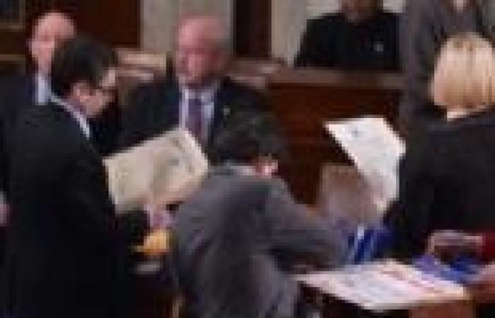 الكونجرس الأمريكي يرفع سقف دين الولايات المتحدة.. وأوباما يوقع مشروع القانون