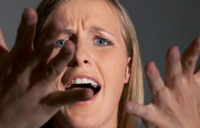 الحوار العصبى مع الطفل يؤثر سلبا على شخصيته