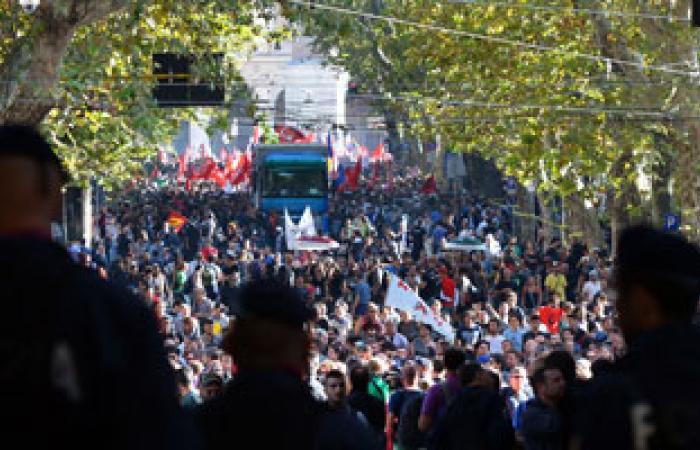 معارضون للتقشف يلقون البيض على وزارة المالية الإيطالية