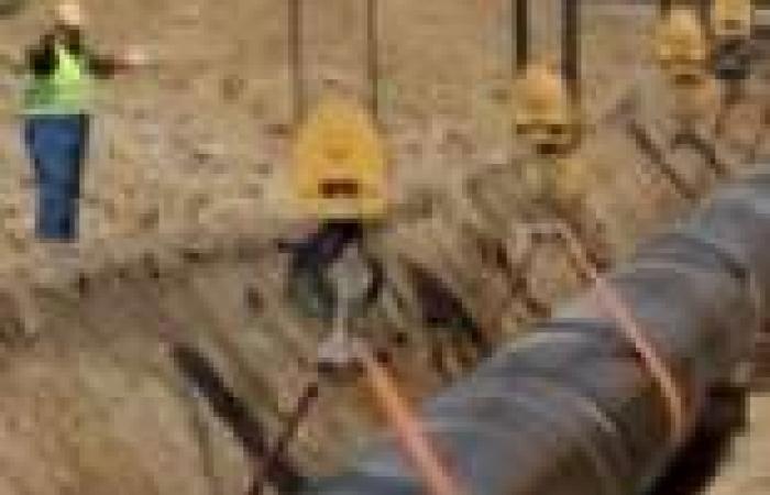 تطهير مواسير مياه الشرب بمنيا القمح تمهيدا لافتتاح محطة جديدة