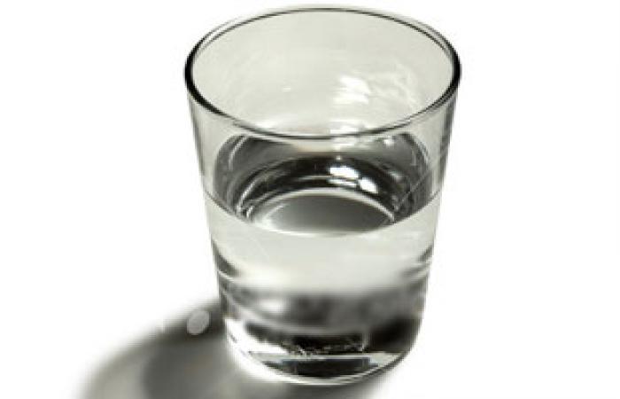 تناول الماء بكثرة يقى من التهابات المعدة