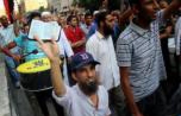 شجار بين «الإخوان» وسائقي سيارات بالزيتون بسبب قطع الطريق وتوزيع صور مرسي