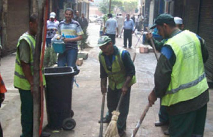 32 عامل نظافة بالشرقية يطالبون بالتعاقد ويهددون بالإضراب عن الطعام