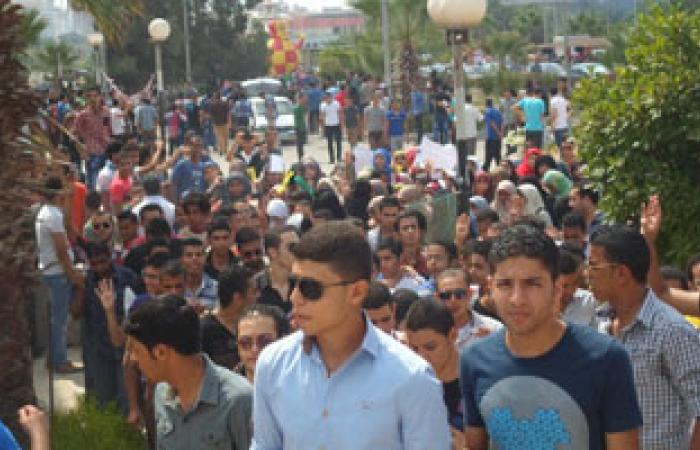 الأمن يطلق الغاز لمنع خروج مسيرة طلابية من حرم جامعة الفيوم