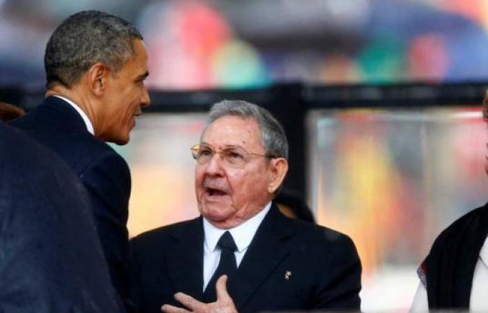 بالصور.. «أوباما» و«كاميرون» يغازلان رئيسة حكومة الدانمارك في تأبين «مانديلا»