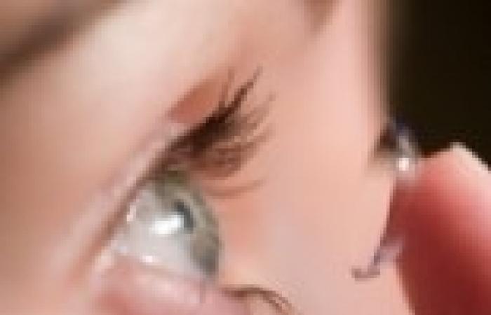 """عدسات لاصقة متطورة لسرعة توصيل الدواء للعين بين مرضى """"الجلوكوما"""""""