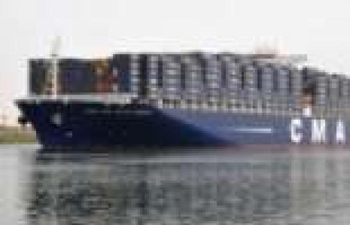 54 سفينة تعبر قناة السويس بحمولات تصل إلى 3.5 مليون طن