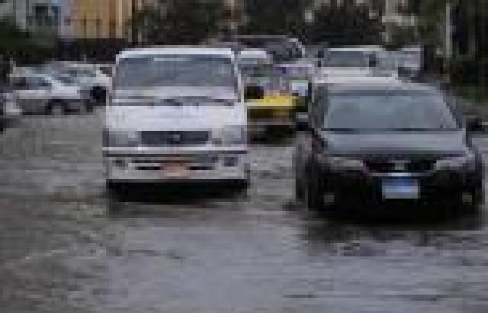 الطقس السيئ في دمياط يغلق بوغاز ميناء الصيد ويصيب الحركة التجارية بالشلل
