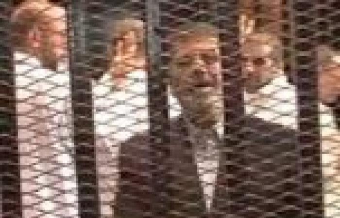 مرسي يصلي الجمعة منفردًا.. وتخصيص ملحق بزنزانته للتريض