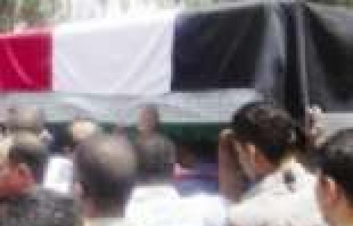 """أهالي الشرقية يشيعون جثمان شهيد التفجير الإرهابي لـ""""الأمن المركزي"""" بالإسماعيلية"""