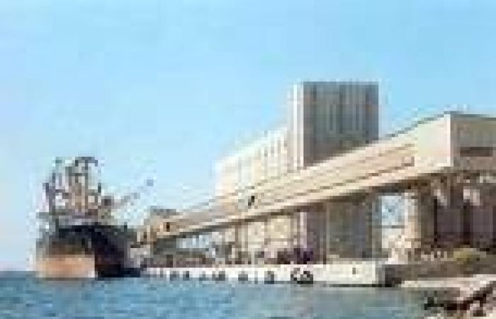 فتح ميناء دمياط لاستقبال وخروج السفن ومغادرة سفينتين