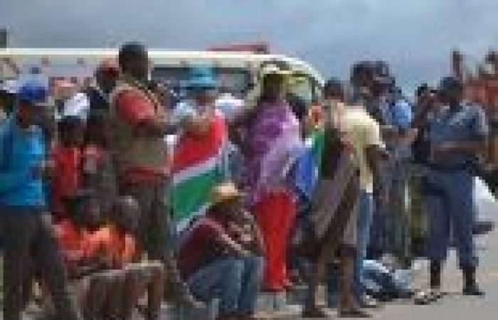 بالصور| جثمان مانديلا يبدأ رحلة أخيرة لأرض أجداده