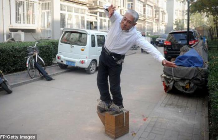 بالصور.. حذاء يزن 400 كجم لعلاج آلام الظهر