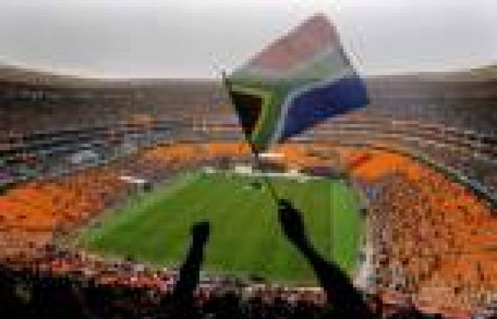 وصول طائرة تحمل جثمان «مانديلا» إلى بلدة طفولته لدفنه الإثنين