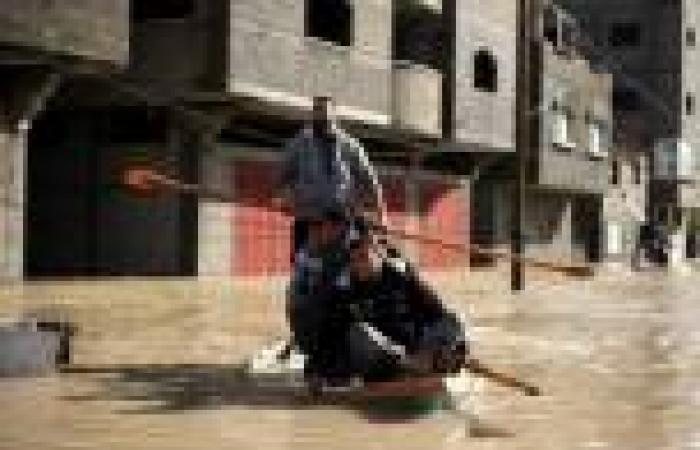 بالصور.. «غزة» تغرق في مياه الأمطار.. واستخدام القوارب لإنقاذ المتضررين