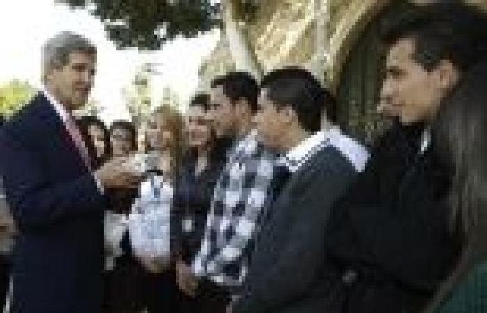 اعتصام أمام مقر الأمم المتحدة بغزة تنديدا بالمفاوضات وزيارة كيري