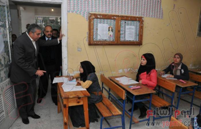 بالصور.. محافظ الإسكندرية يتفقد المدارس أثناء امتحانات نصف العام