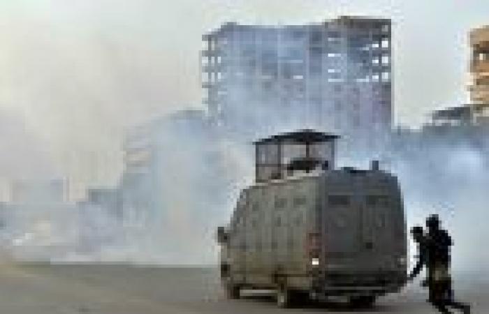 مدرعات الشرطة تفرق مظاهرة للإخوان في قنا