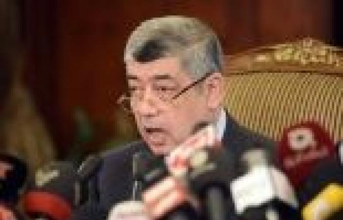 """وزير الداخلية يطلب من """"الأطباء"""" تأجيل الإضراب لتزامنه مع محاكمة """"المعزول"""""""