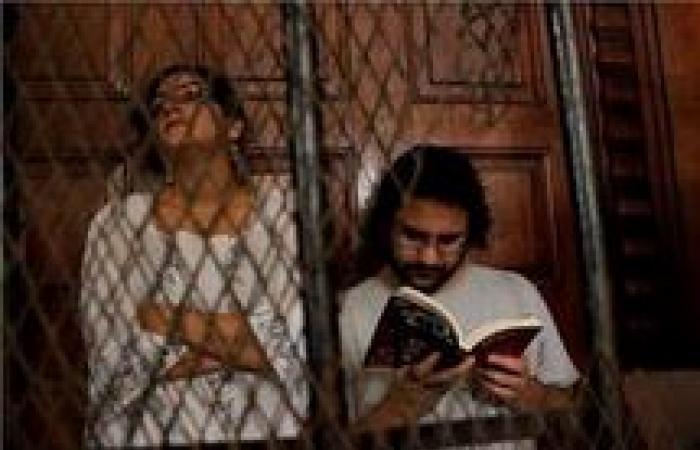 «جنايات الجيزة» تصدر حكمها على علاء عبدالفتاح وشقيقته في «حرق مقر شفيق»