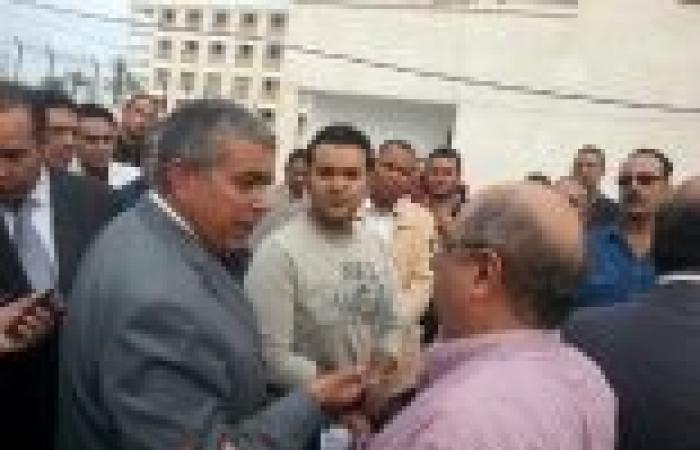 """أصحاب شركات الإعلانات بالإسكندرية يتظاهرون ضد قرار المحافظ ببيع """"الشوارع"""" في مزادات"""