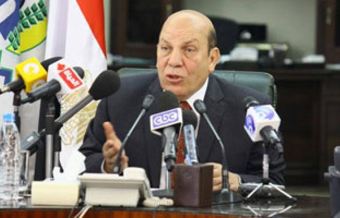 """محافظ القاهرة يصل """"التنمية المحلية"""" لتوقيع بروتوكول عربات النظافة"""