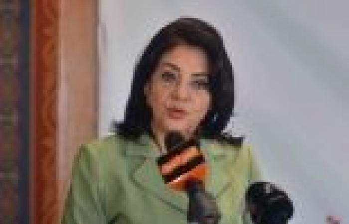 وزيرة الإعلام توقف مذيعا لإعلانه اللجوء إلى مجلس الوزراء