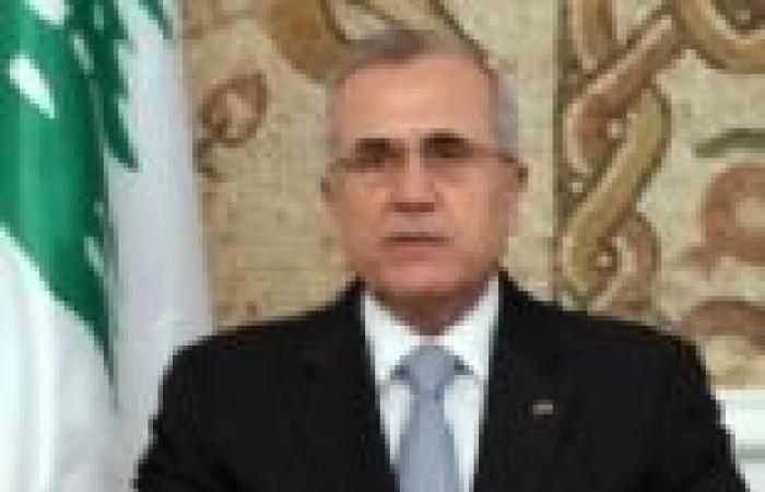 """الرئيس اللبناني يلتقي معاوني """"بري"""" و""""نصر الله"""" السياسيين"""