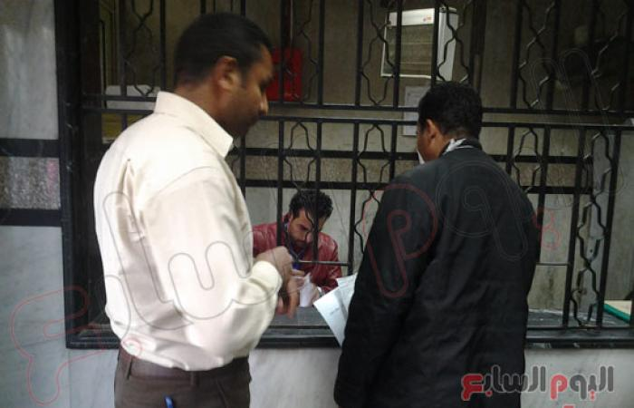 بالصور.. بدء الإضراب الجزئى لأطباء مستشفى شبرا العام