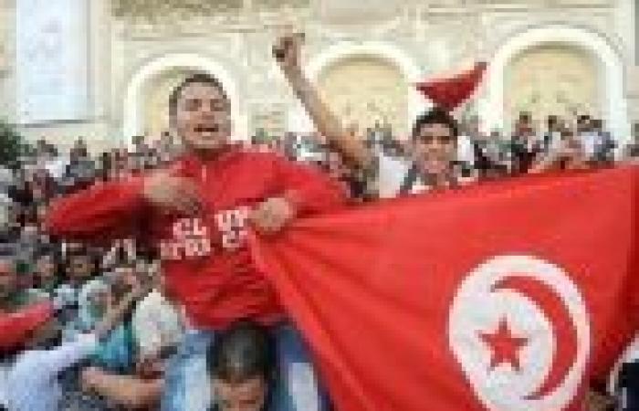 تونس: حرق مركز شرطة.. واجتماع طارئ للحكومة