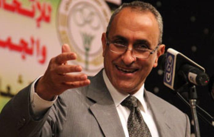 """""""أبو حديد"""" يجتمع مع قيادات بنك الائتمان الزراعى لإعادة هيكلته"""
