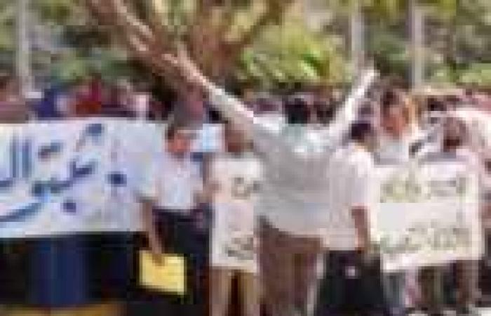 """""""تمرد معلمي مصر"""": تعيين 7550 معلما بالقاهرة وإدراجهم ضمن الحد الأدنى للأجور"""