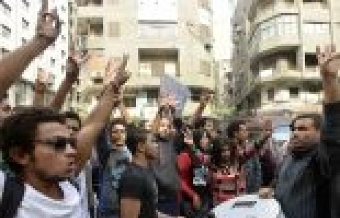 """انطلاق مسيرة """"شرارة الثورة"""" بألف مسكن بهتافات ضد """"الاخوان والداخلية والجيش"""""""