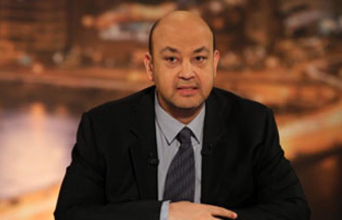 """بالفيديو.. عمرو أديب يأكل """"رغيف عيش"""" على الهواء مع خالد أبو بكر"""