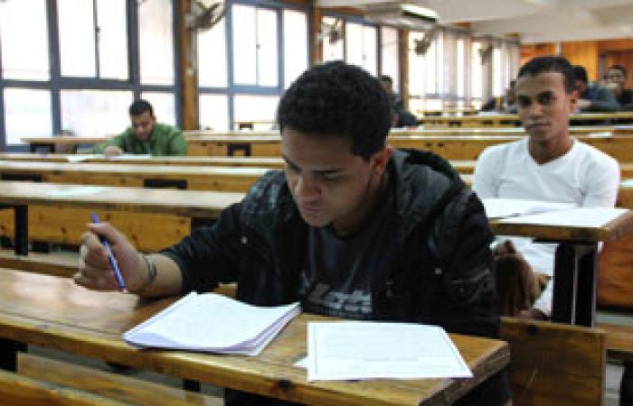 بالفيديو.. ضبط موبايلات داخل لجان الامتحانات بجامعة عين شمس